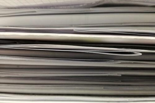 stapels papier wegwerken